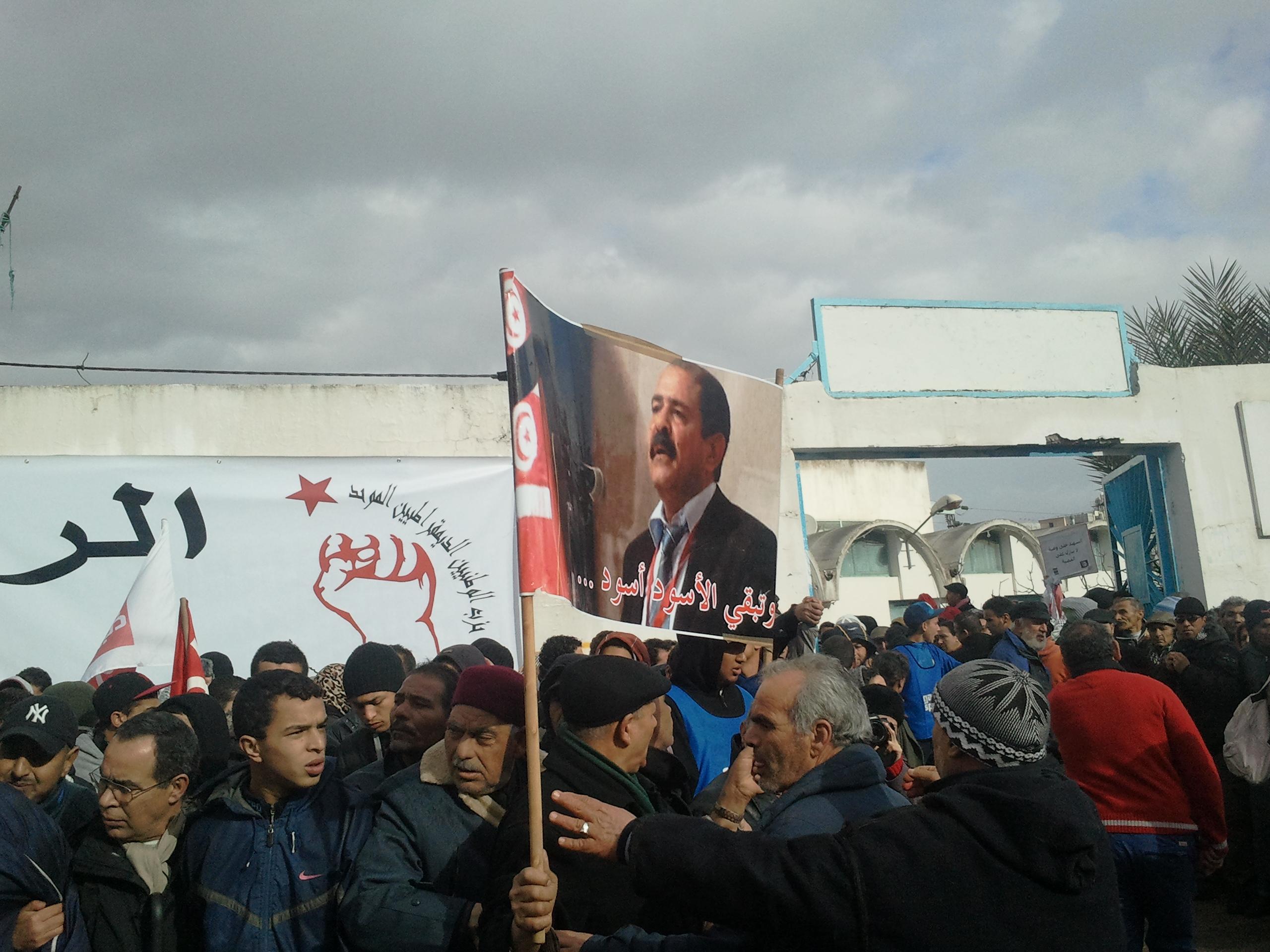 Tunisi: oltre un milione di persone danno l'addio al compagno Chokri Belaid.