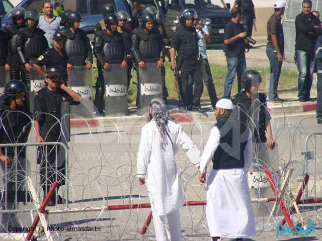 """Tunisia: accesi i riflettori sullo """"scontro di civiltà"""", mentre Ennahdha tenta di porre limiti alla libertà di espressione"""