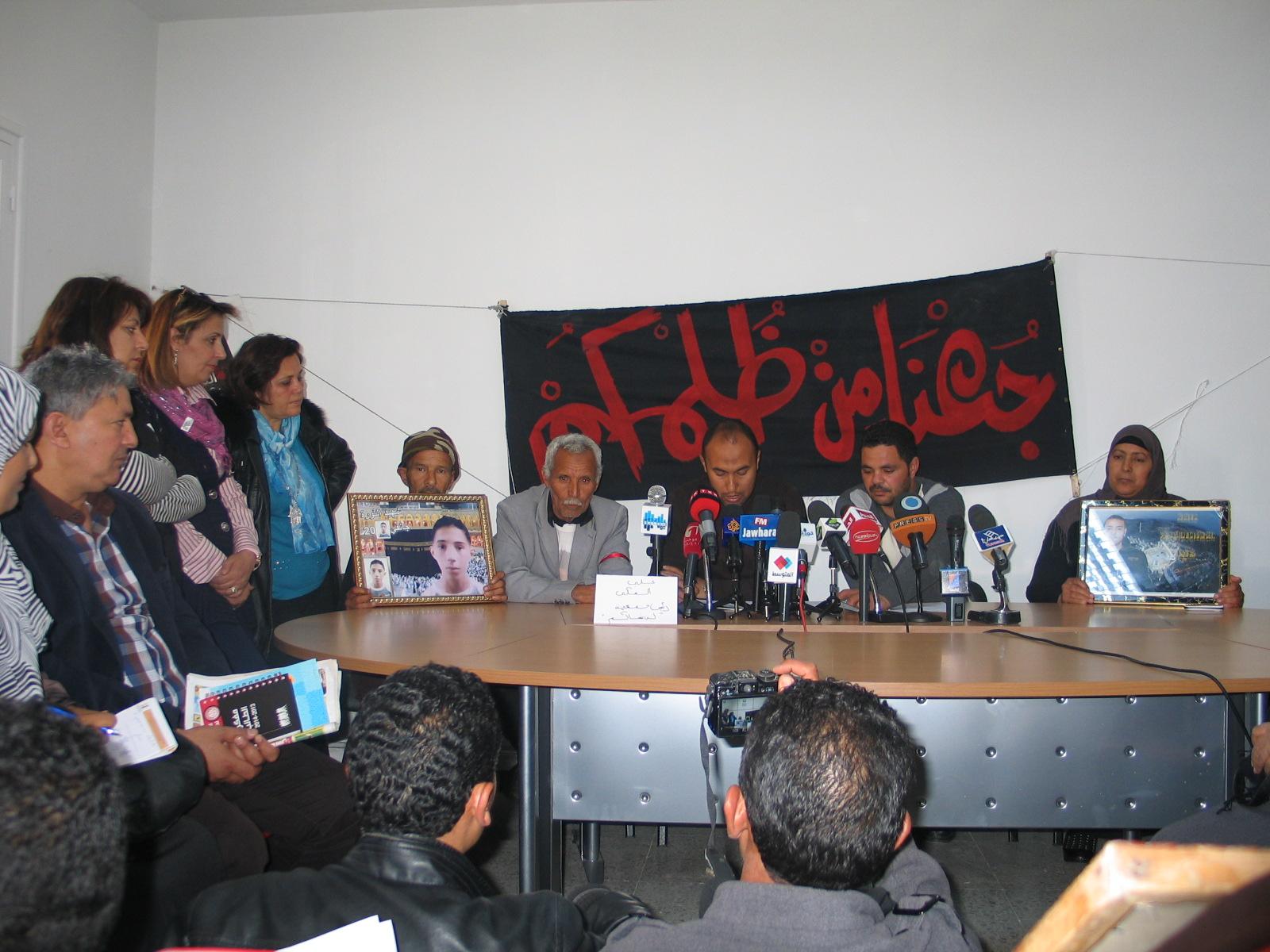 sokkor w me' w edholim le' * sciopero della fame delle famiglie delle vittime e dei feriti della rivoluzione tunisina