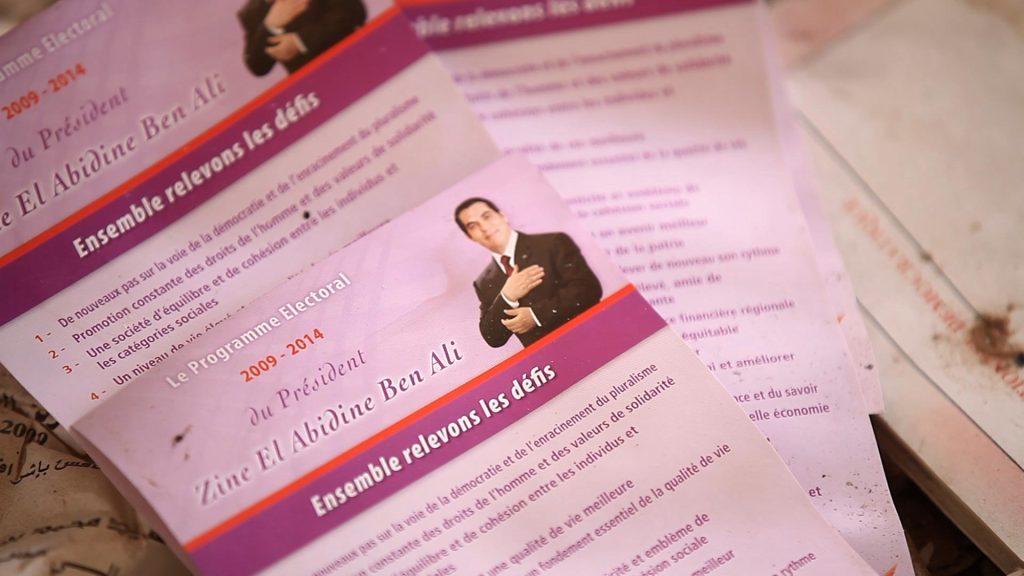 """Tracts électoral du président Ben Ali, siège du RCD à Sfax 2014. Crédit : Amine Boufaied, tirée du documentaire """"7 vies""""."""
