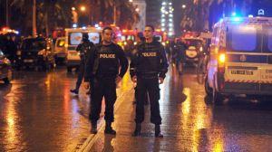 la-police-tunisienne-sur-les-lieux-d-un-attentat-qui-a-vise-le-24-novembre-2015-a-tunis-un-bus-de-la-securite-presidentielle_5469680