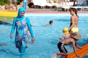 Une-sortie-burkini-dans-un-parc-aquatique-fait-polemique