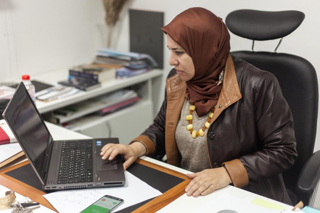 Ibtihel-Abdellatif-membre-IVD-présidente-commission-femmes-infyfada-tunisie (2)